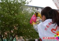 """社区提供志愿服务 为小区树木""""治病"""""""