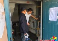 社区及时维修水管 确保居民正常用水