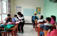 民旺社区老龄委组织本社区少年儿童进行革命传统教育