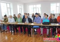 南阳社区组织党员观看记录片《星火燎原》