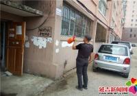 延青社区利用周末卫生日清理辖区 白色垃圾和乱贴乱画
