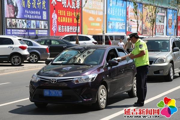 延吉交警大力宣传文明出行 营造清朗交通环境