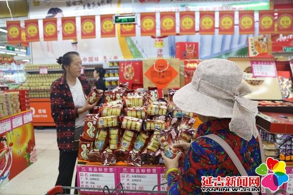 """中秋佳节临近 月饼销售市场""""开战"""""""