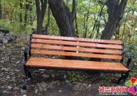 北山街道雷锋班为帽儿山游客安装爱心座椅