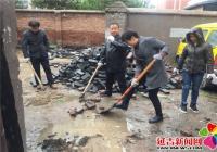 志愿为民铺砖修路  助力创城落到实处