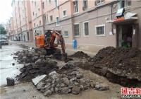 粪水外溢影响居民出行 社区协调解决难题