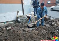 管道破损难供水 社区协助来抢修
