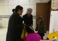 民强社区爱心人士捐衣物暖心房