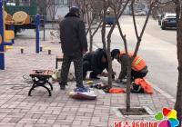 新兴街道民富社区爱心长椅暖民心