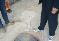 楼边下水道井盖塌陷 河南街道碧水社区排除安全隐患