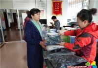 """河南街道白丰社区开展""""送温暖、献爱心""""捐赠衣物活动"""