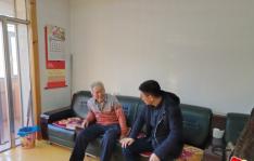 延春社区党委与州住建局党支部慰问低保户独居老人
