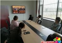 长青社区组织全体工作人员观看学习改革开放40周年视频