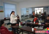 白梅社会工作服务中心为老年人开设微信使用课堂