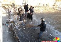 民兴社区开展清理河道垃圾 改善水域环境主题活动