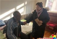 白桦社区慰劳困难党员节前送暖和