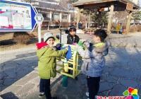萌娃学雷锋:清洁社区健身器材 争当环保小卫士