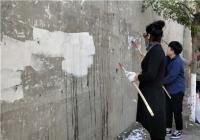 白丰社区清理小广告 打造美丽居民区