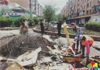 白川社区助力创城 集中清理乱堆乱放