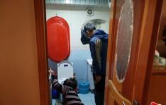 独居老人遇难题社区人员来帮忙