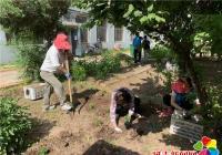 春光社区联合延吉市公交集团开展义务种植花苗活动