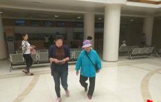 高龄空巢老人生病 社区陪同住院治疗