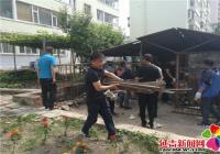 丹华社区清理小区废旧车棚