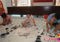 """白山社区举办""""舞动小画笔 描绘七彩梦""""绘画活动"""