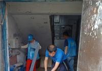 白玉社区开展创城卫生清理活动