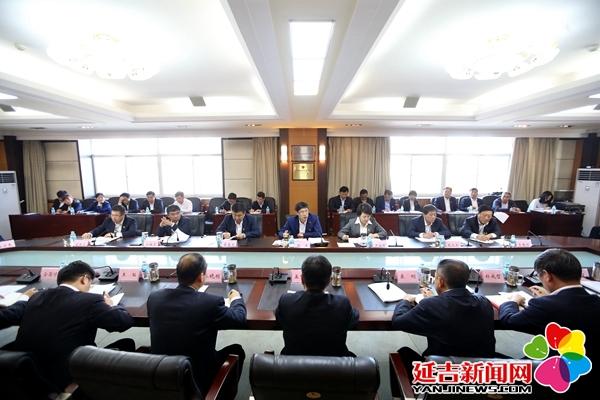 延吉市委理论学习中心组召开主题教育专题学习会
