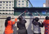 白丰社区清理小广告 助力创建文明城
