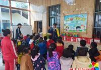 东阳社区组织儿童快乐家园的 孩子们学习垃圾分类相关知识