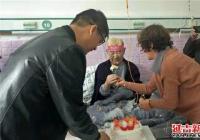 文庆社区为生病老党员过生日