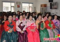 晨光社区组织辖区居民观看州政协十三届四次会议开幕