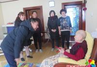 春节慰问暖人心 百岁老人乐开怀
