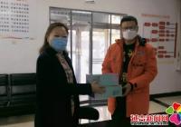 驻街单位送来口罩 助力社区防控疫情