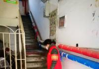 延春社区活跃着一支楼道信息员消毒队