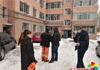 社区党员疫情巡查队迅速解决居民楼暖气阀门漏水隐患