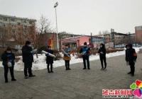 民昌社区网格员张贴海报宣传疫情防护