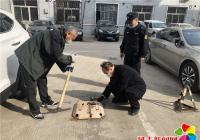 白桦社区联合执法局河南大队依法拆除地锁 确保居民安全畅行