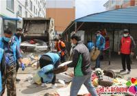 丹英社区清理车棚垃圾还居民整洁有序公共环境
