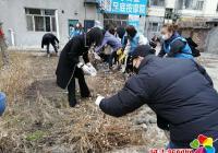 新兴街道携手新兴小学开展清理花坛志愿活动