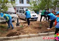清理小区花坛 美化环境助创城