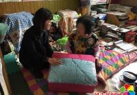 """园校社区妇联开展""""感恩母亲,共建和谐""""走访慰问活动"""