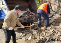 园航社区清理暴露垃圾  营造干净舒适环境