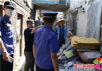 北山街道联合多部门集中整治东进街平房区乱堆乱放现象