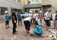晨光社区、河南小学志愿者冒高温义务粉刷电表箱 做实创城细节