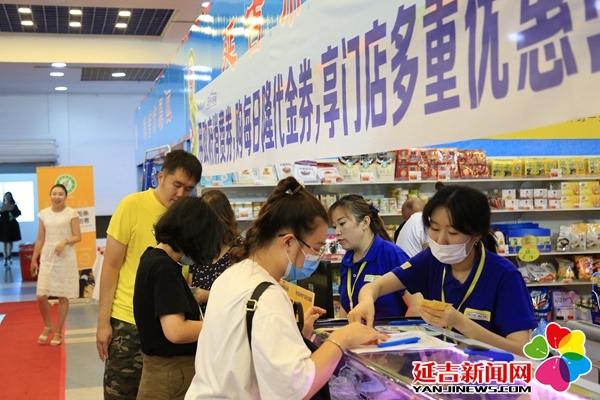 州地产品消费展引发市民购物热潮