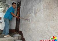 社区创城行动从粉刷墙面、清理楼道垃圾入手