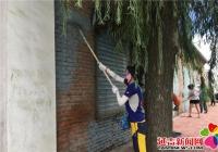 河南街道机关干部志愿服务进社区 粉刷墙壁助创城